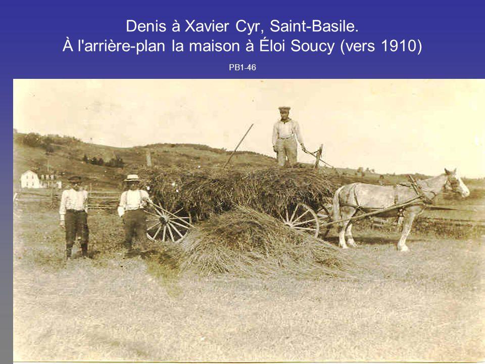 Denis à Xavier Cyr, Saint-Basile. À l'arrière-plan la maison à Éloi Soucy (vers 1910) PB1-46