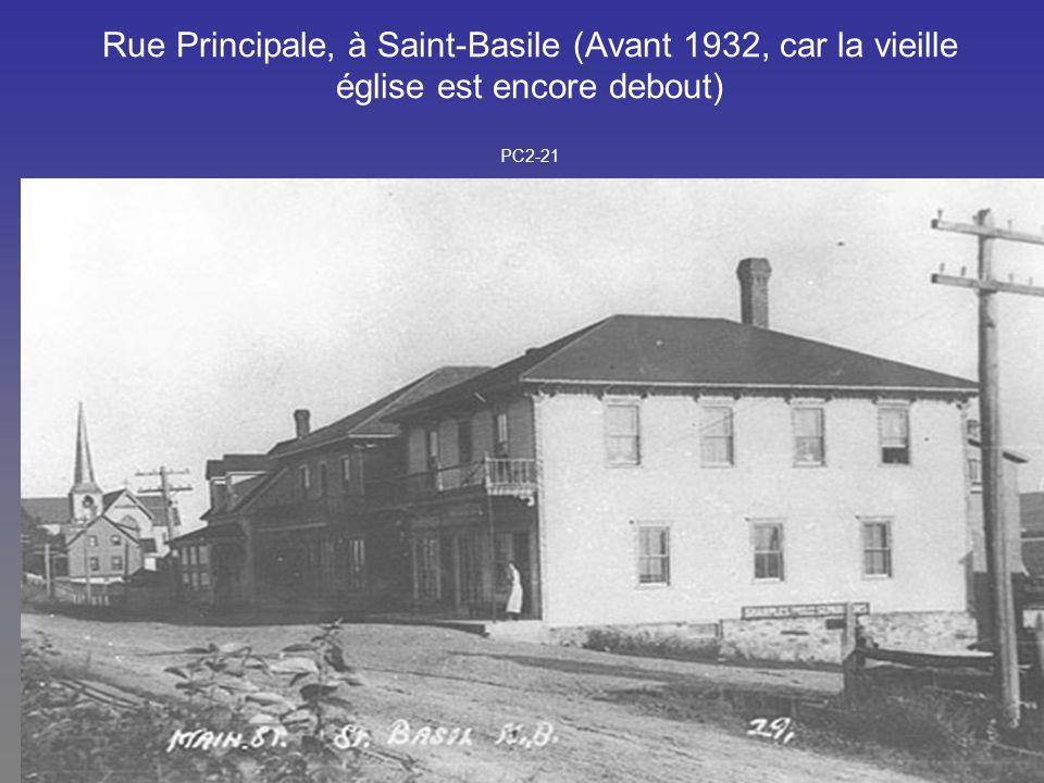 Rue Principale, à Saint-Basile (Avant 1932, car la vieille église est encore debout) PC2-21