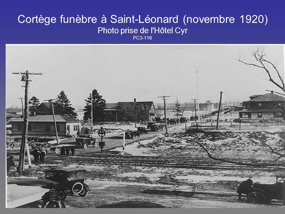 Cortège funèbre à Saint-Léonard (novembre 1920) Photo prise de l'Hôtel Cyr PC3-116