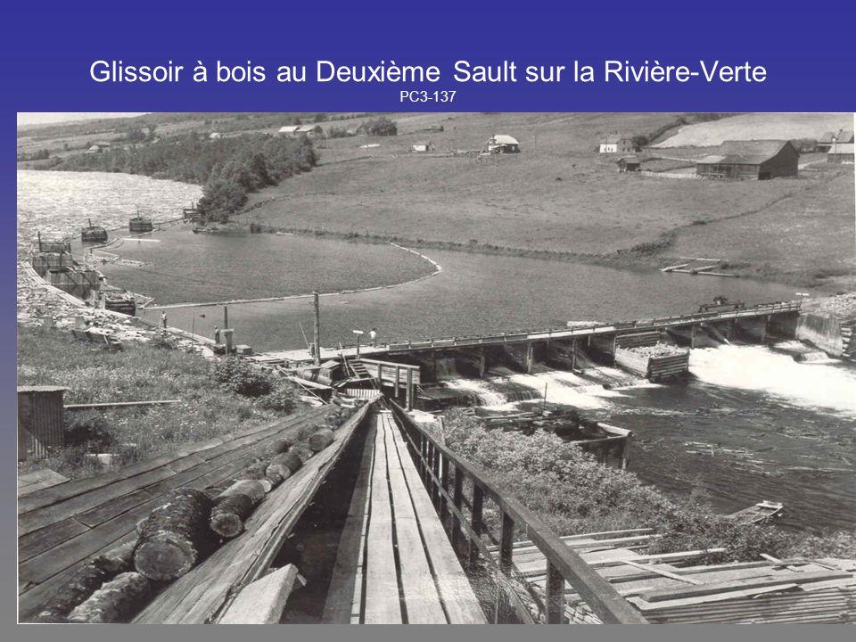 Glissoir à bois au Deuxième Sault sur la Rivière-Verte PC3-137