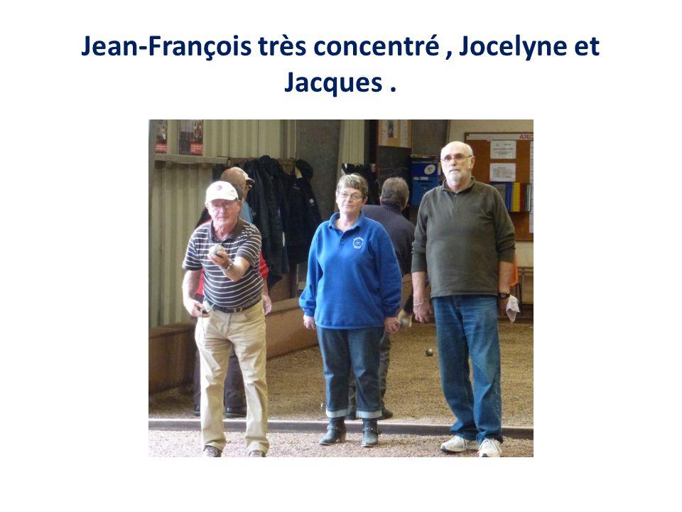 Jean-François très concentré, Jocelyne et Jacques.
