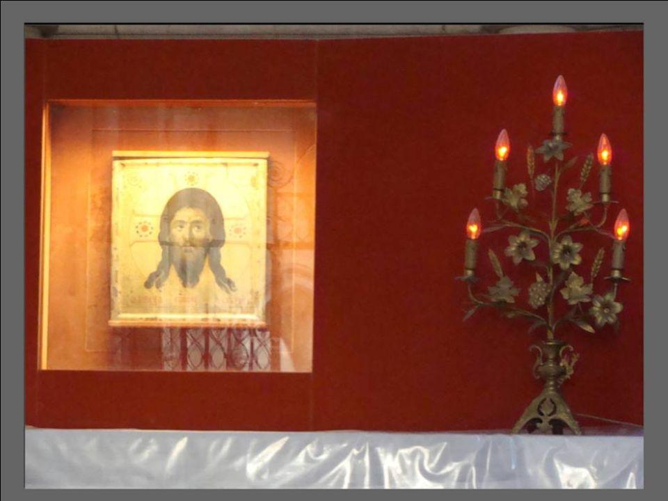 L icône de la Sainte Face aurait été peinte en Serbie au 12e siècle, peut-être pour un monastère orthodoxe de Bari (Italie) c est là qu elle fut acquise par Jacques de Troyes, archidiacre de la cathédrale de Laon, qui allait devenir pape en 1261 sous le nom d urbain IV.