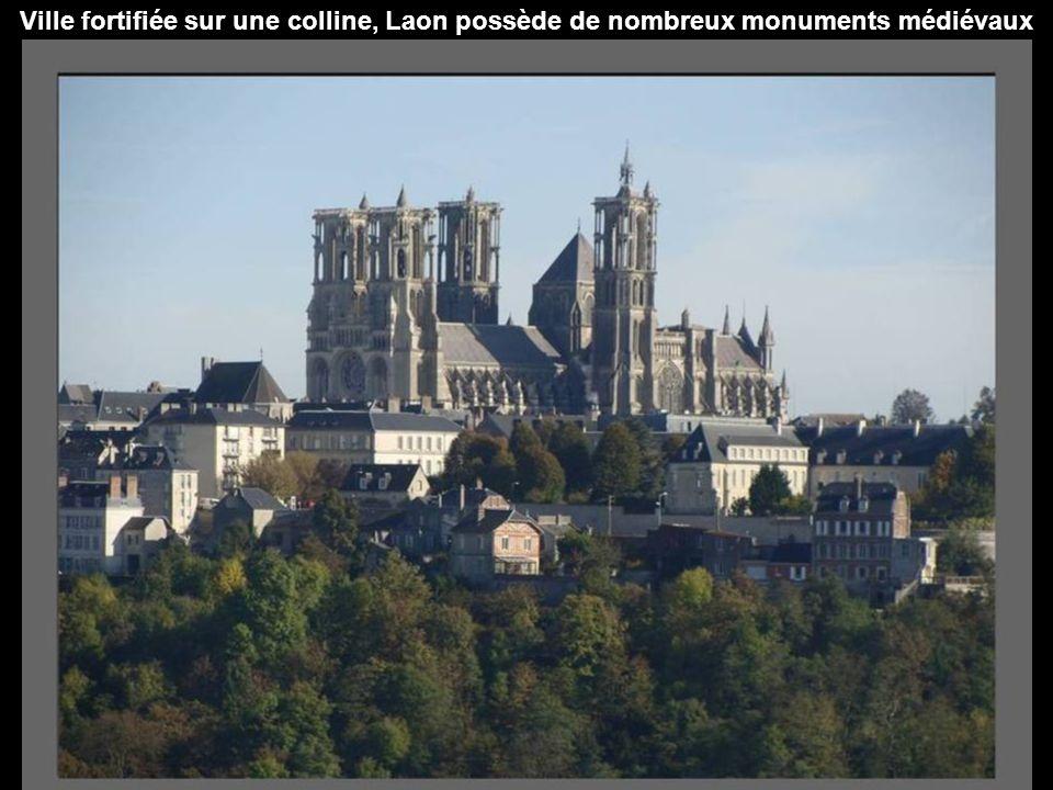par Christiane Laon Laon est une commune française, préfecture du département de l Aisne et donc située dans la région Picardie.