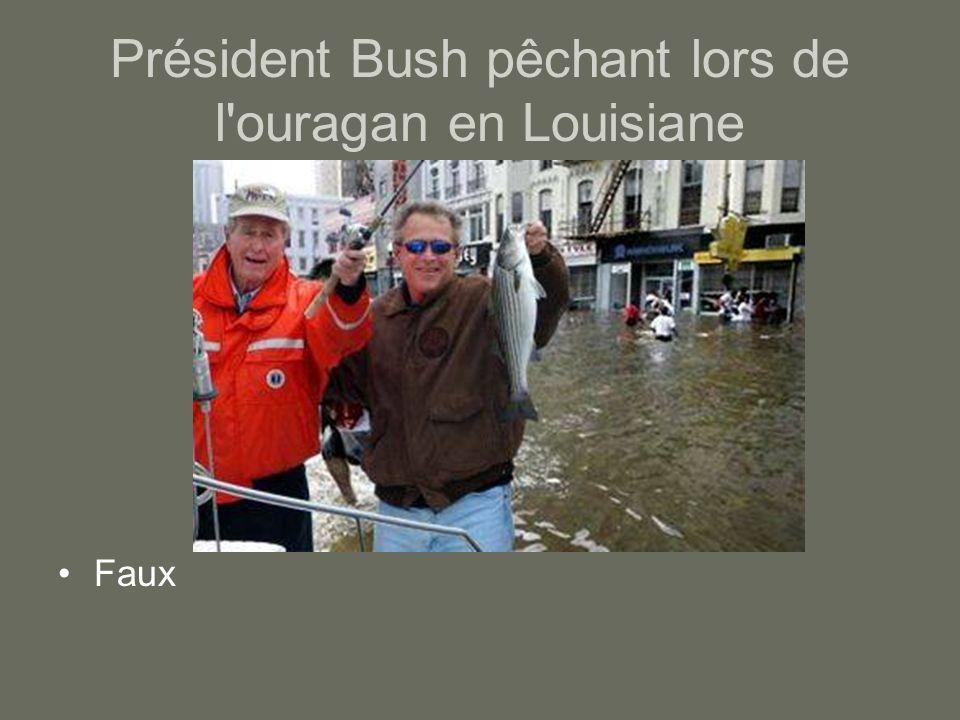 Président Bush pêchant lors de l'ouragan en Louisiane Faux
