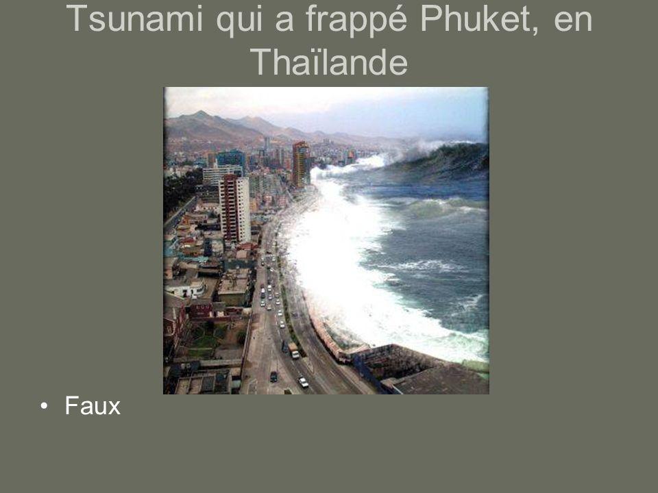 Tsunami qui a frappé Phuket, en Thaïlande Faux