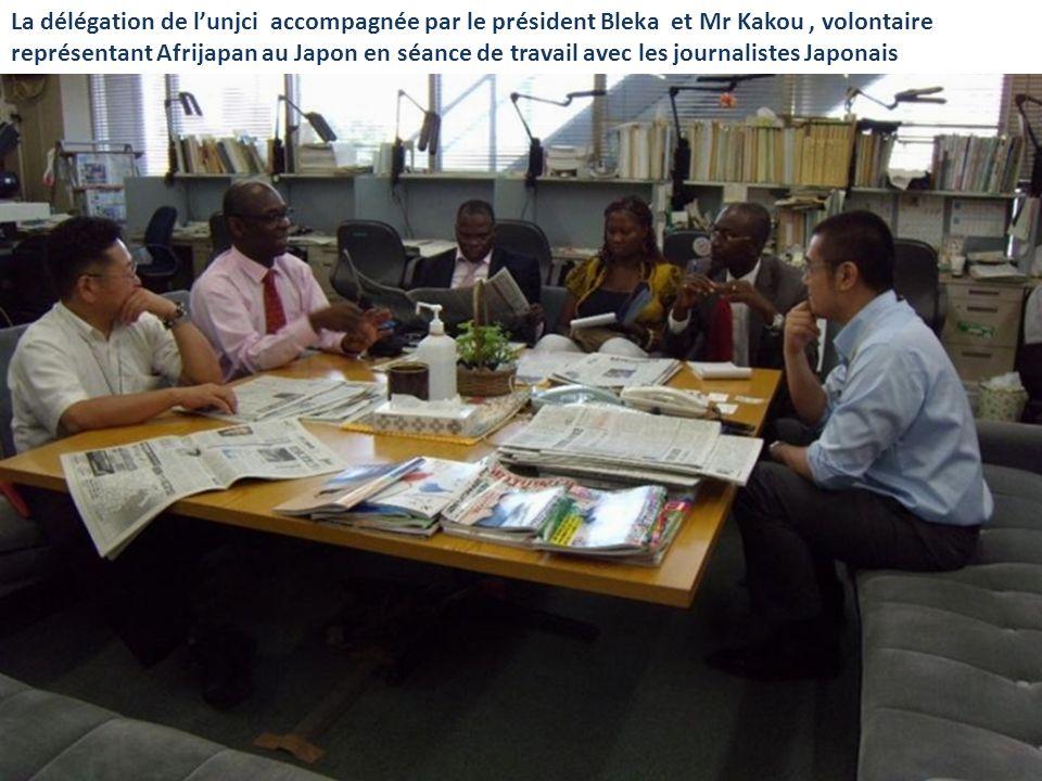La délégation de lunjci accompagnée par le président Bleka et Mr Kakou, volontaire représentant Afrijapan au Japon en séance de travail avec les journ