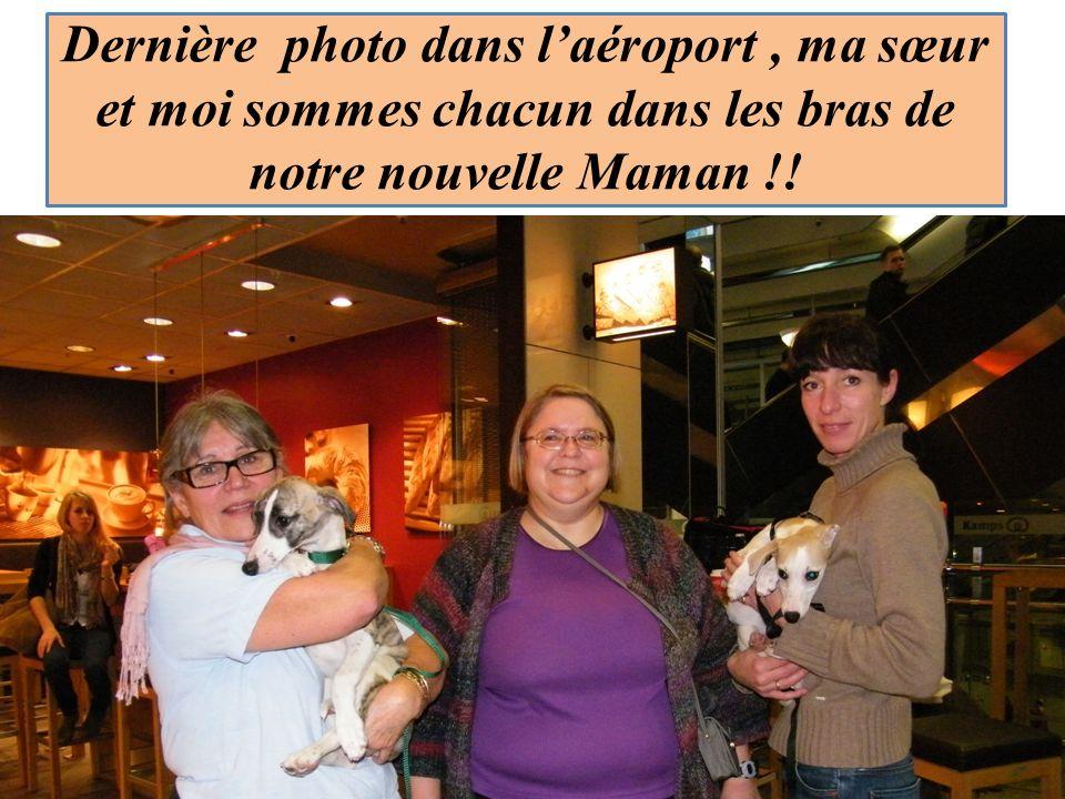 Dernière photo dans laéroport, ma sœur et moi sommes chacun dans les bras de notre nouvelle Maman !!.