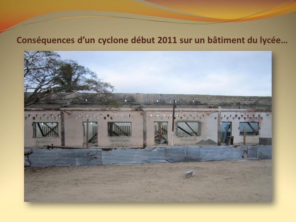 Conséquences dun cyclone début 2011 sur un bâtiment du lycée…