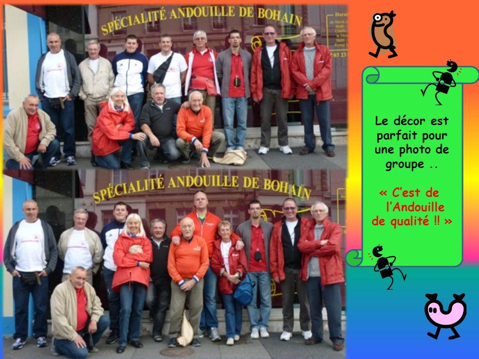 Le décor est parfait pour une photo de groupe.. « Cest de lAndouille de qualité !! »