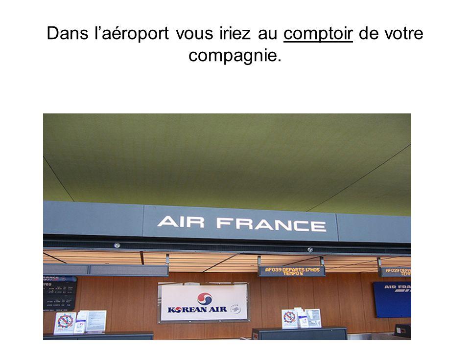 Vous regarderiez les panneaux pour trouver la compagnie aerienne avec laquelle vous voyager! la navette vous déposerait devant le terminal corresponda