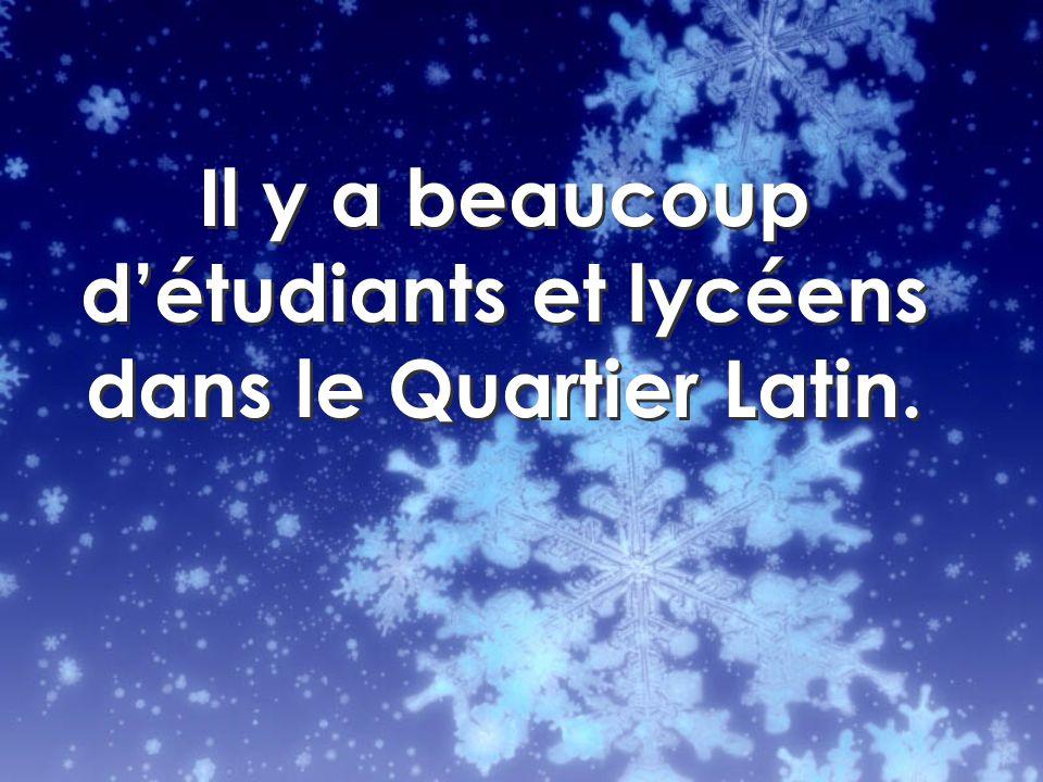 Il y a beaucoup détudiants et lycéens dans le Quartier Latin.