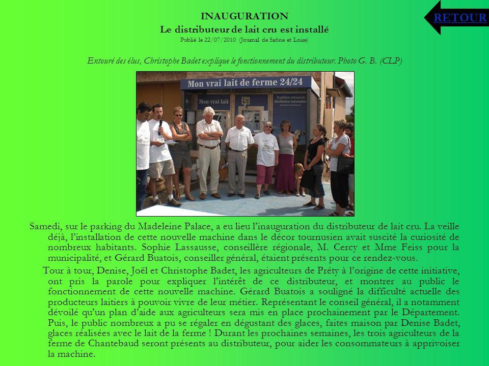 INAUGURATION Le distributeur de lait cru est installé Publié le 22/07/2010 (Journal de Saône et Loire) Entouré des élus, Christophe Badet explique le
