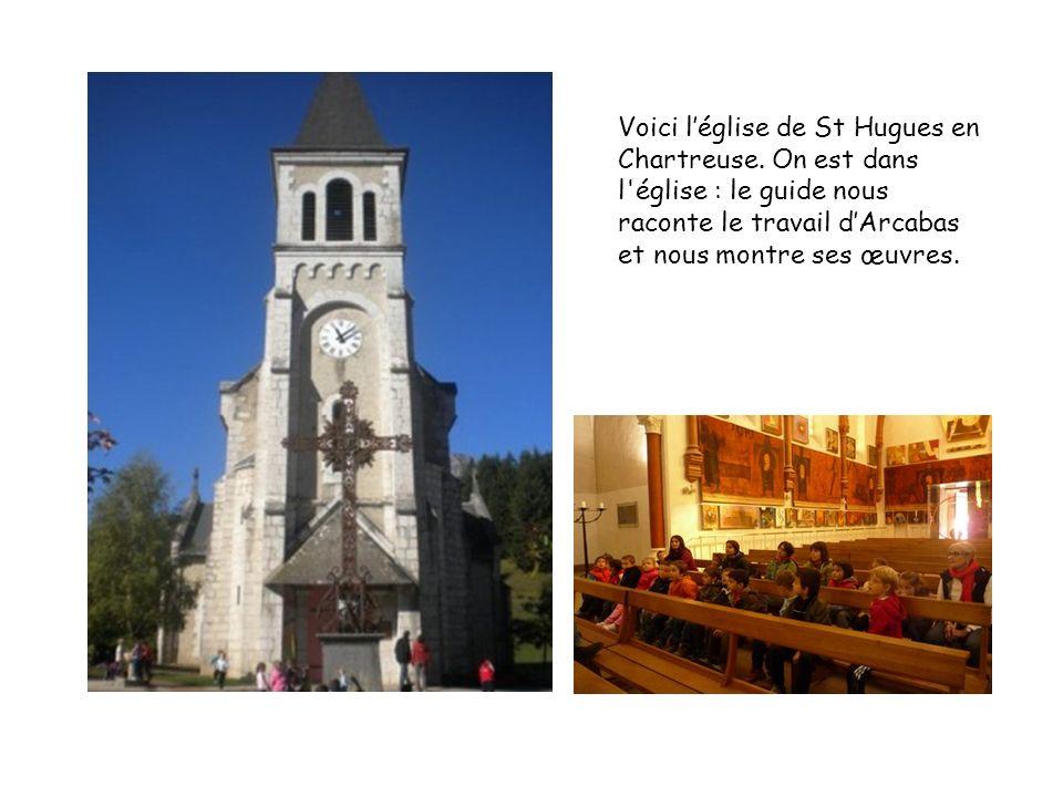 Voici léglise de St Hugues en Chartreuse. On est dans l'église : le guide nous raconte le travail dArcabas et nous montre ses œuvres.