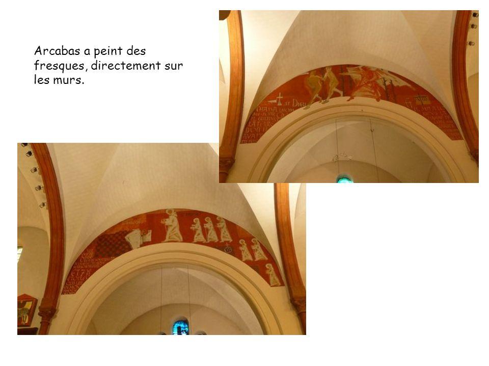 Arcabas a peint des fresques, directement sur les murs.
