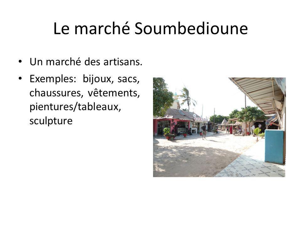 Le marché Soumbedioune Un marché des artisans. Exemples: bijoux, sacs, chaussures, vêtements, pientures/tableaux, sculpture