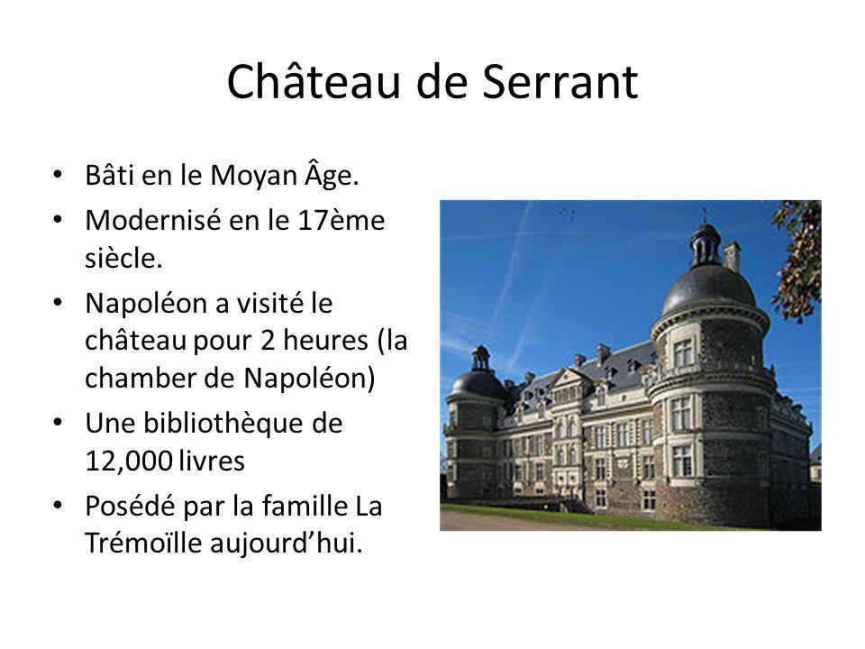 Château de Serrant Bâti en le Moyan Âge. Modernisé en le 17ème siècle. Napoléon a visité le château pour 2 heures (la chamber de Napoléon) Une bibliot