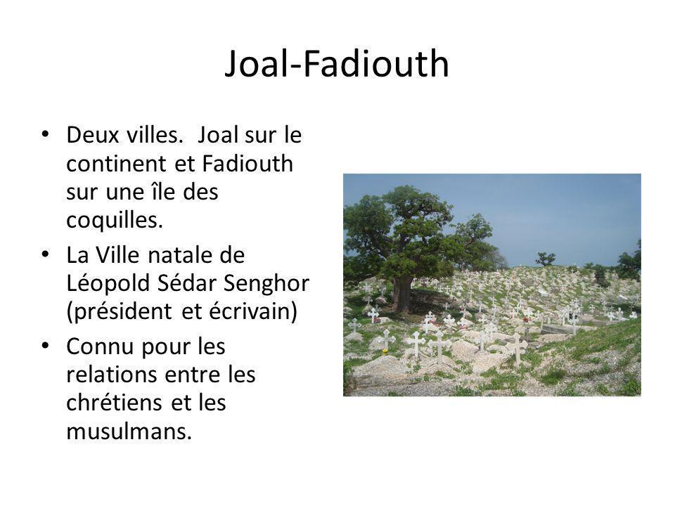 Joal-Fadiouth Deux villes. Joal sur le continent et Fadiouth sur une île des coquilles. La Ville natale de Léopold Sédar Senghor (président et écrivai