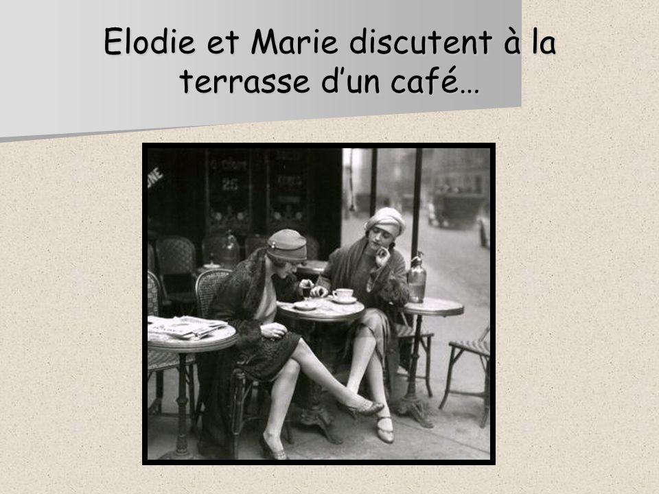 Elodie et Marie discutent à la terrasse dun café…