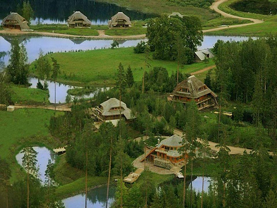 Pour la construction sont autorisés les charpentes en bois, les rondins horizontaux et la maçonnerie. Pour la finition des murs extérieurs on propose