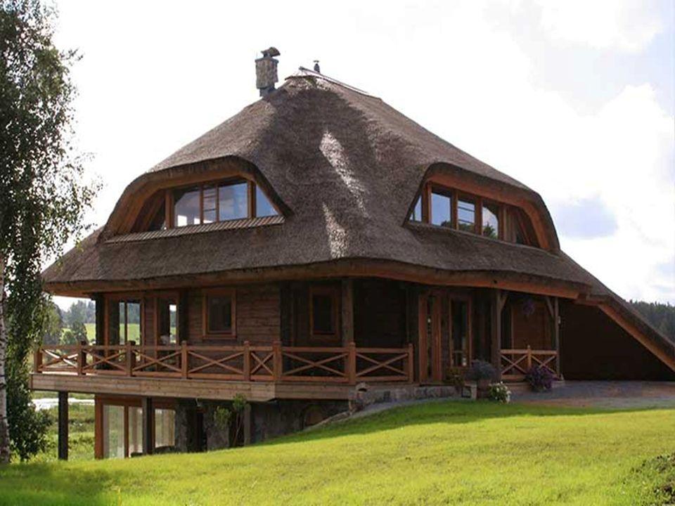 Pour la couverture des toits on autorise le chaume, les bardeaux de bois, les tuiles en terre cuite, ou bien le toit peut être recouvert dherbe. Dans