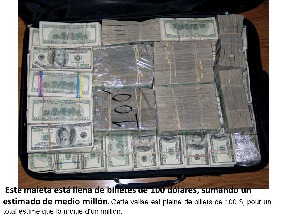 Este maleta está llena de billetes de 100 dólares, sumando un estimado de medio millón. Cette valise est pleine de billets de 100 $, pour un total est