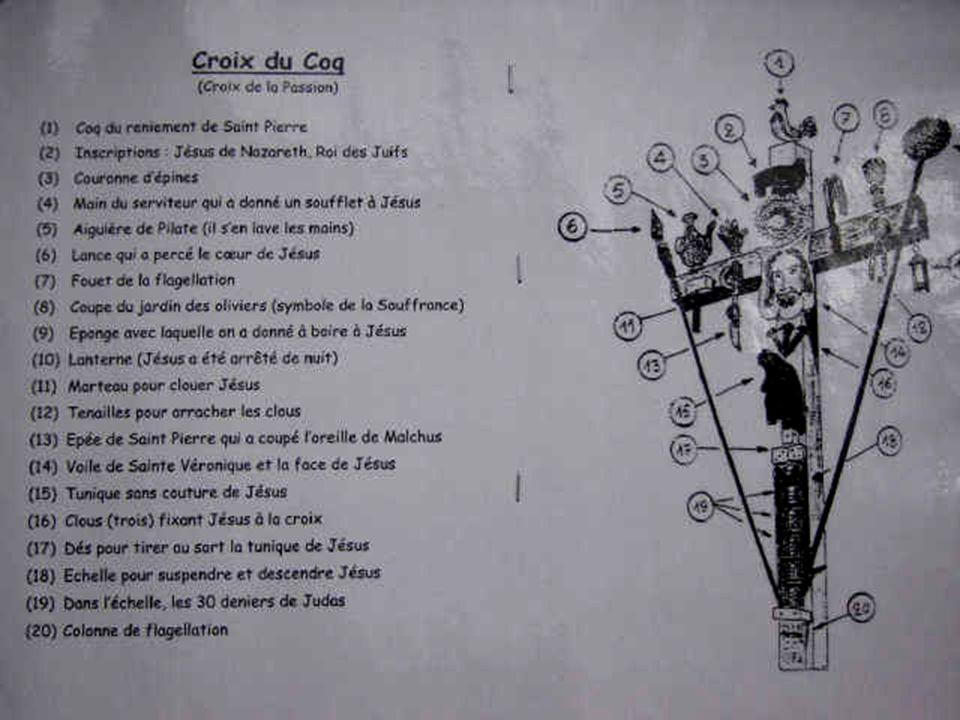 Croix du coq avec les instruments de la passion