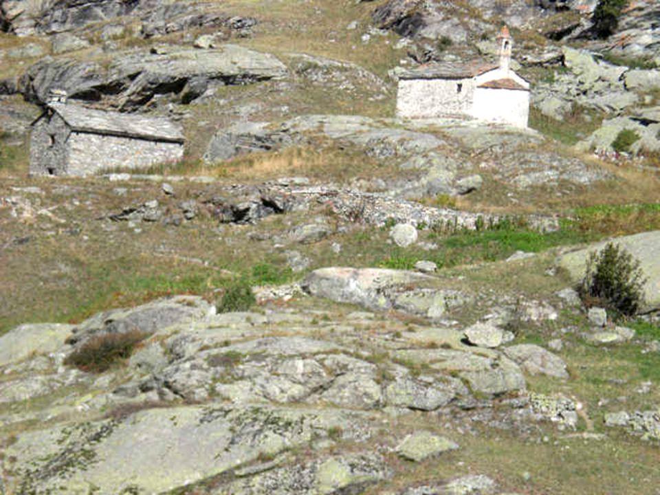 Chapelle Sainte Marguerite, du 12ème, au village de lÉcot, Bonneval sur Arc, Alt. 2000 m. Appelée « Le bout du monde ! »