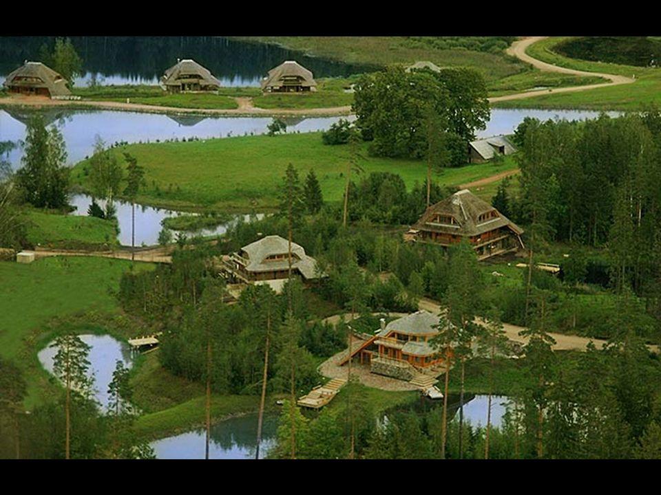 Il est utilisé trois types de structures-cadres : - bûches de bois, - maçonnerie complémentaires avec des murs en pierre naturelle, - bois gainage déc