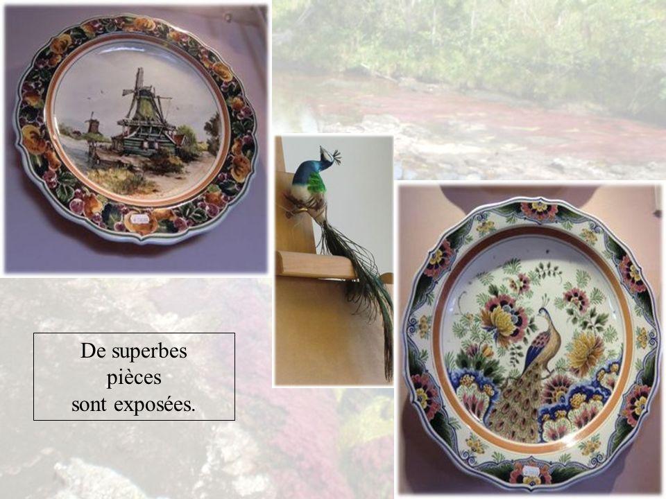 On nomme faïence de Delft la production des manufactures hollandaises dont la plupart étaient installées dans la région de Delft à partir du XVII e siècle.