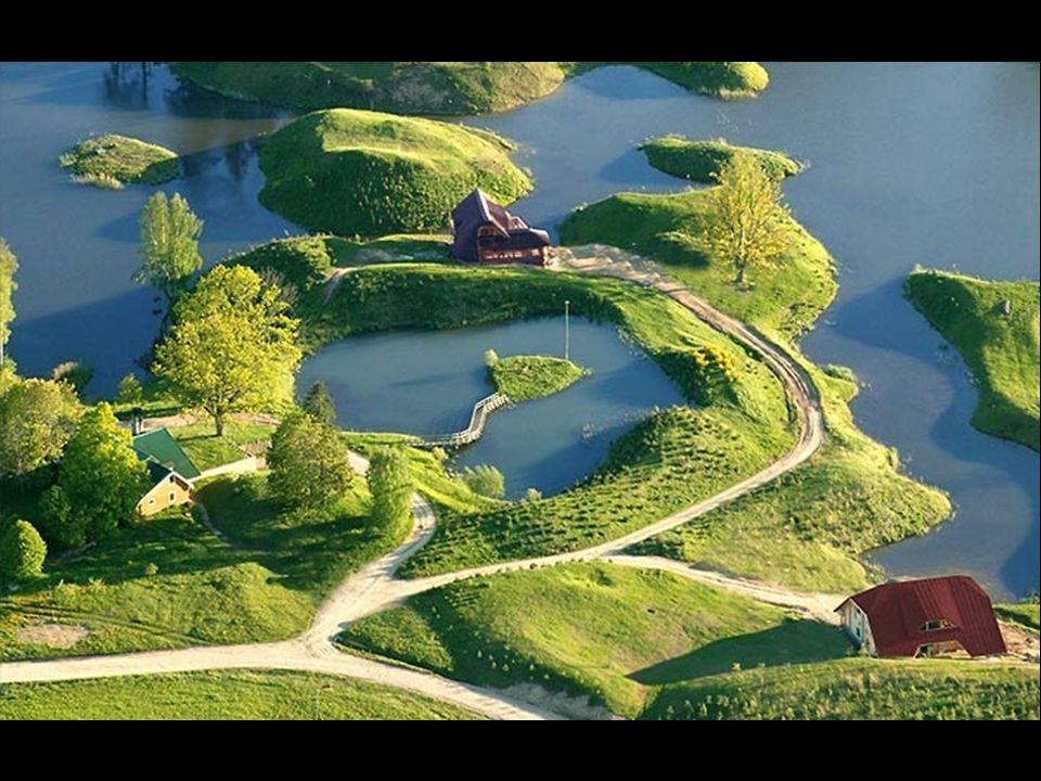 Les réserves d eau douce naturelle sont constituées détangs, de lacs et de ruisseaux.