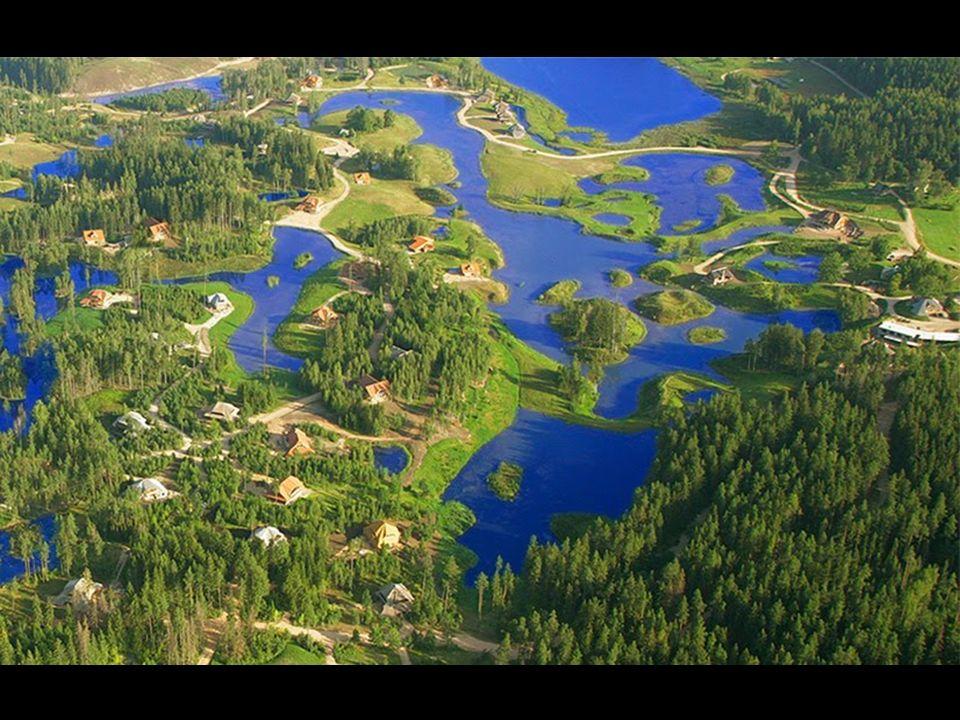 Les réserves d'eau douce naturelle sont constituées détangs, de lacs et de ruisseaux. Toutes ces réserves sont reliées entre elles pour éviter les ino