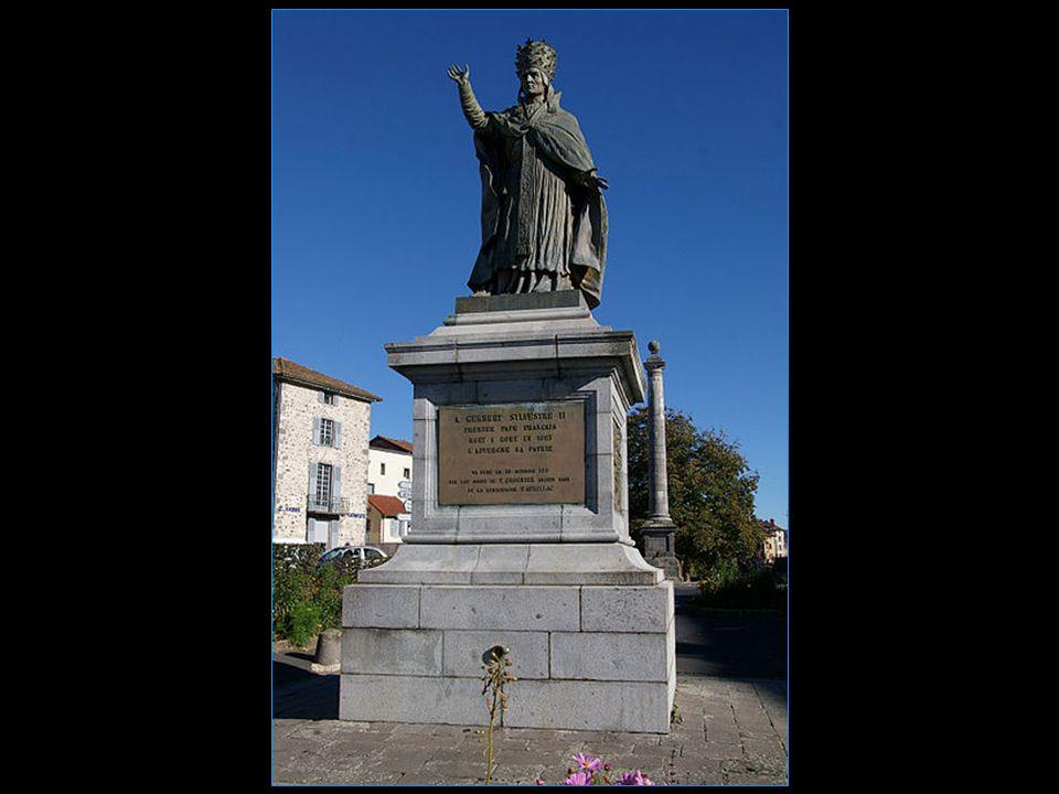 statue de Gerbert dAurillac Le pape de lan mil sous le nom de Sylvestre II Pape de 999 à 1003