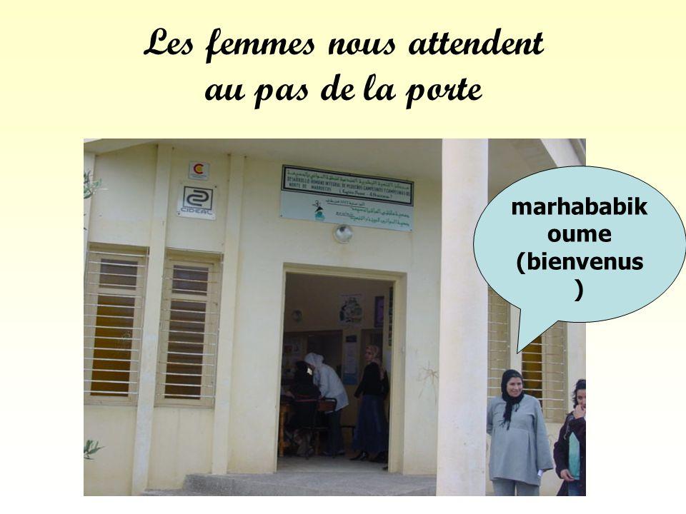 Les femmes nous attendent au pas de la porte marhababik oume (bienvenus )