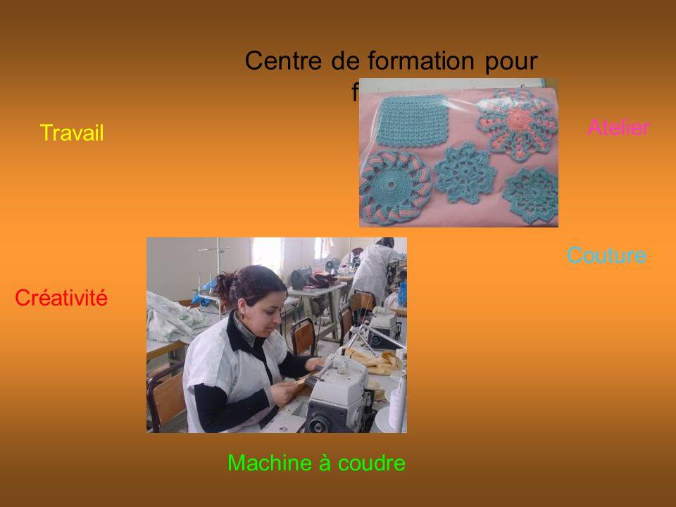 Centre de formation pour femme Travail Machine à coudre Atelier Couture Créativité
