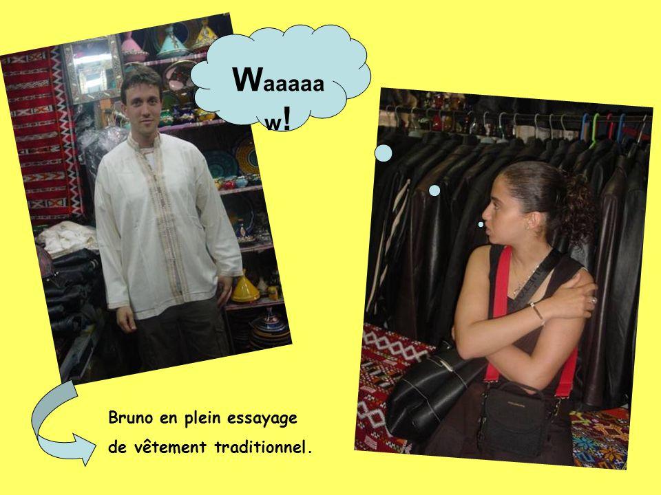 W aaaaa w ! Bruno en plein essayage de vêtement traditionnel.