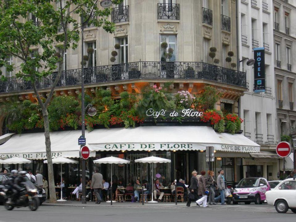 C'est un des quartiers les plus élégants du centre. Devant l'église se trouvent deux cafés symboles de Paris: Le Café les Deux Magots Le Café de Flore