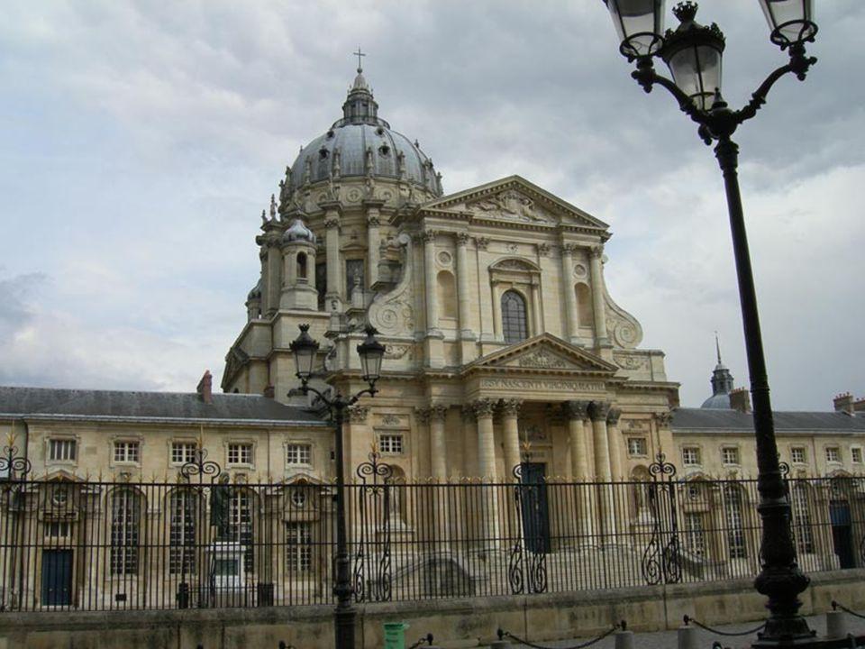 Sur la colline Sainte-Geneviève, en plein Quartier Latin, encerclé par des écoles et des universités, se trouve lun des monuments les plus caractérist