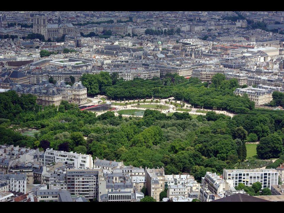 Non loin de là, c'est bonne idée de visiter le Palais et les Jardins du Luxembourg. Le Palais est actuellement le siège du Sénat français et ses jardi