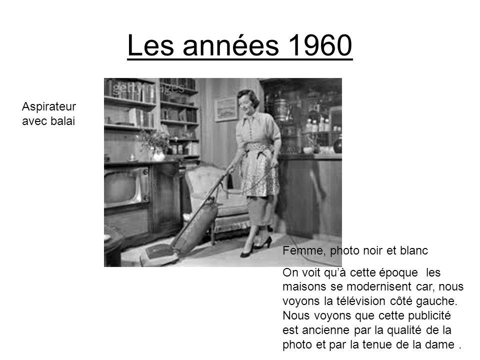 Les années 1960 Aspirateur avec balai Femme, photo noir et blanc On voit quà cette époque les maisons se modernisent car, nous voyons la télévision cô
