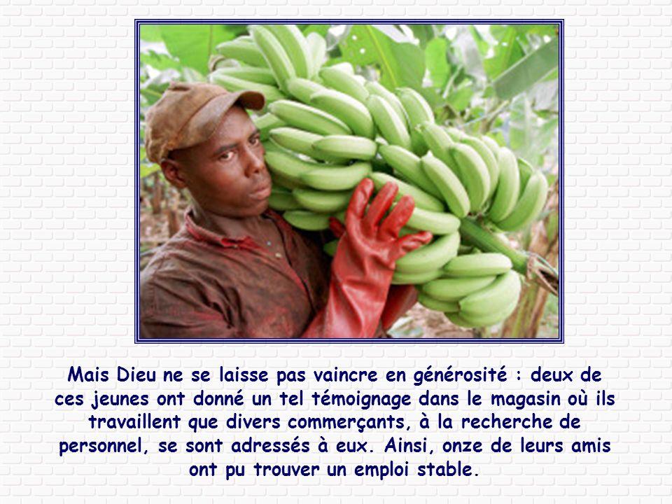 Au Congo, un groupe de jeunes s'est mis à fabriquer de jolies cartes avec des peaux de banane, cartes ensuite vendues en Allemagne. Au début ils garda