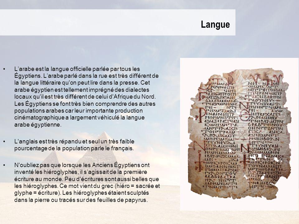 Langue Larabe est la langue officielle parlée par tous les Égyptiens. Larabe parlé dans la rue est très différent de la langue littéraire qu'on peut l