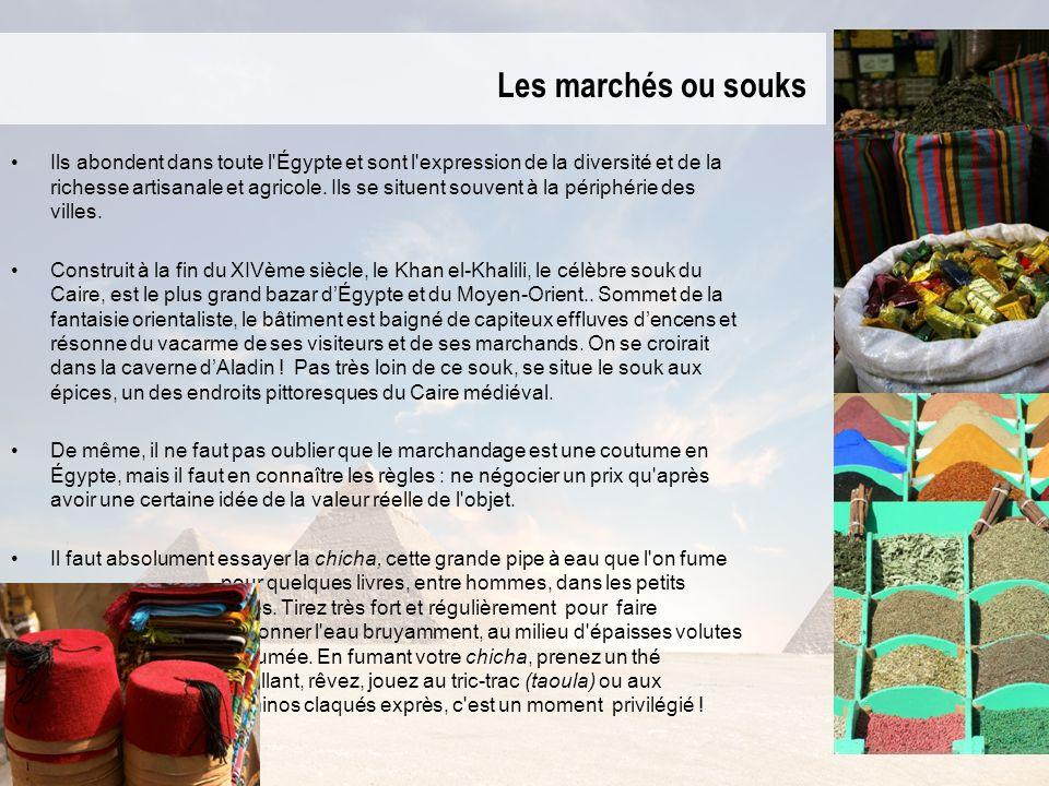 Les marchés ou souks Ils abondent dans toute l'Égypte et sont l'expression de la diversité et de la richesse artisanale et agricole. Ils se situent so