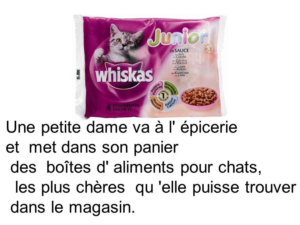 Une petite dame va à l' épicerie et met dans son panier des boîtes d' aliments pour chats, les plus chères qu 'elle puisse trouver dans le magasin.
