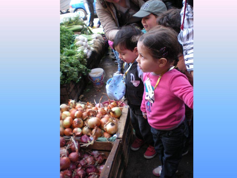 Au marché, nous ne trouvons pas que des légumes…