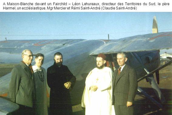 A Maison-Blanche devant un Fairchild – Léon Lehureaux, directeur des Territoires du Sud, le père Harmel, un ecclésiastique, Mgr Mercier et Rémi Saint-