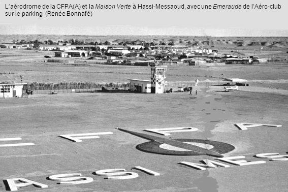 Laérodrome de la CFPA(A) et la Maison Verte à Hassi-Messaoud, avec une Emeraude de lAéro-club sur le parking (Renée Bonnafé)
