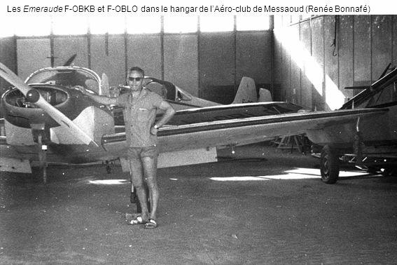 Les Emeraude F-OBKB et F-OBLO dans le hangar de lAéro-club de Messaoud (Renée Bonnafé)