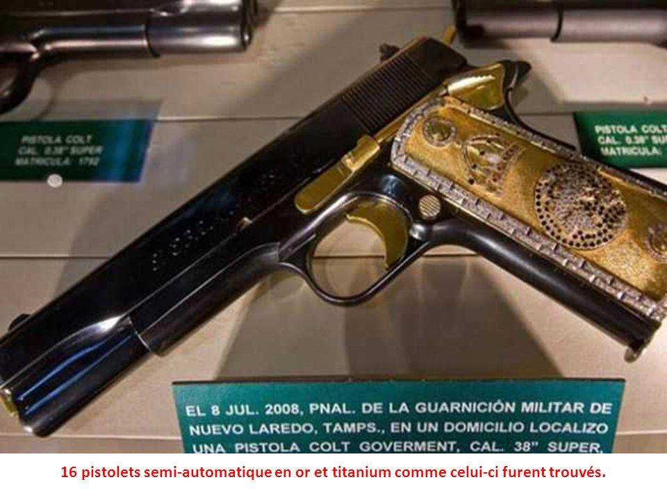 En plus de largent, la police a saisi des collections darmes. Ceux-ci sont en or véritable.