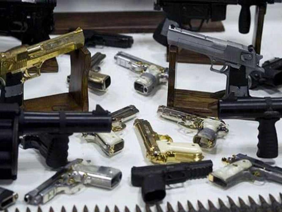 357 Magnum semi-automatic avec poignée en or pur