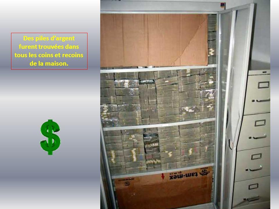 Des piles dargent furent trouvées dans tous les coins et recoins de la maison.